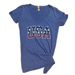 USA graphic V-neck graphic tee M